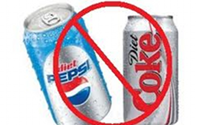DRINKING DIET SODA: 60,000 Women Tested And Many Show Symptoms!